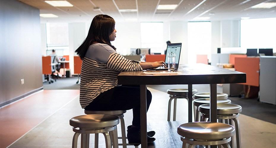 teacher researching online teaching jobs