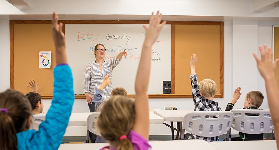 teacher calling on gifted students in special class
