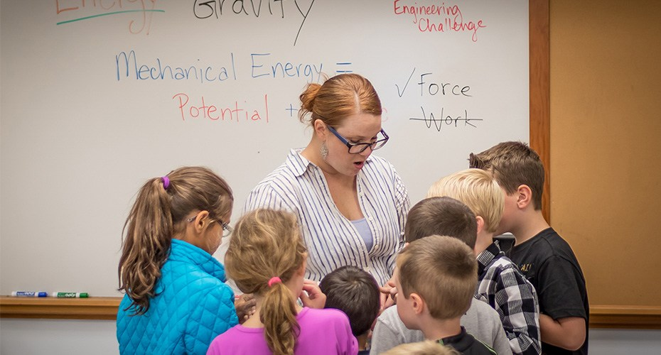 educational specialist works with students to help develop curriculum